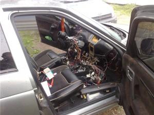 Проводка под разобранной панелью приборов ВАЗ 2110