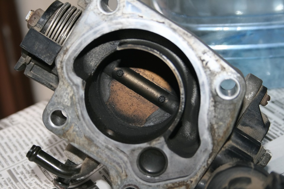 Фото №17 - ВАЗ 2110 промывка дроссельной заслонки