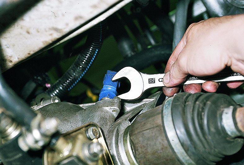 Фото №11 - как снять привод спидометра на ВАЗ 2110