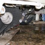 Отсоединяем КПП от двигателя
