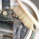 Очищаем клапан выпуска воздуха