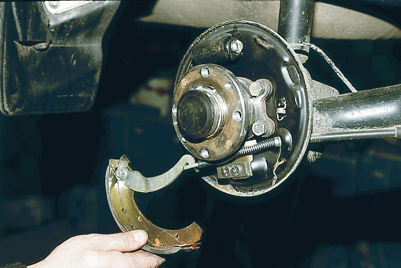 Фото №14 - замена задних тормозных колодок ВАЗ 2110