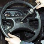 Откручивание крепления рулевого колеса