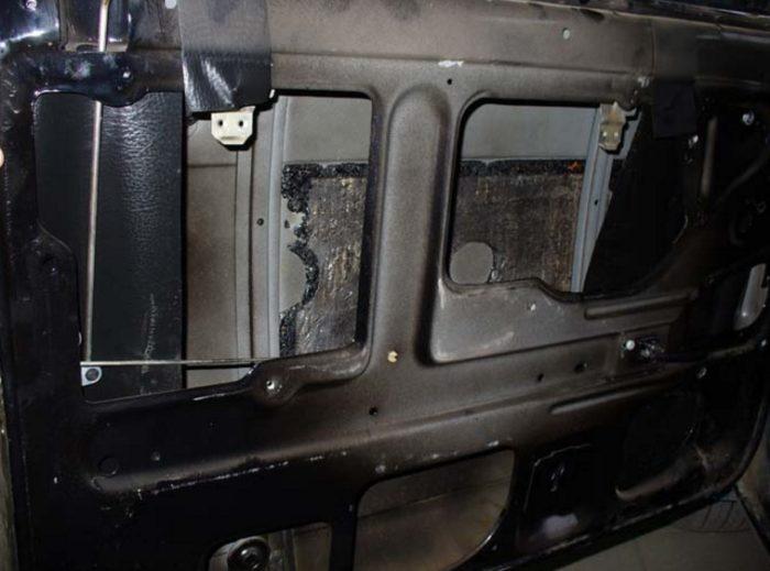 Штатный тросиковый подъёмник ВАЗ 2107 извлечён