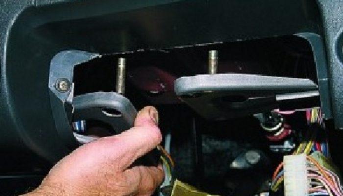 Извлечение рулевых кронштейнов ВАЗ 2115