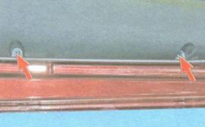 Нижние крепёжные винты обшивки Лады Гранты