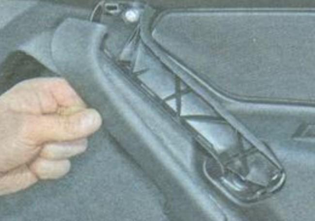Снятие накладки на ручке двери Гранты