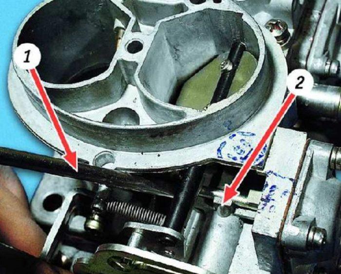 Проверка пускового штока карбюратора автомобиля ОКА
