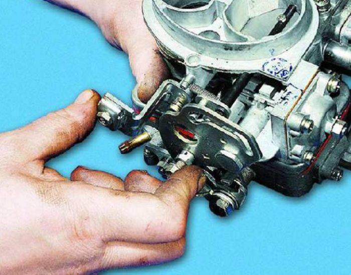 Проверка закрытия воздушной заслонки карбюратора автомобиля ОКА