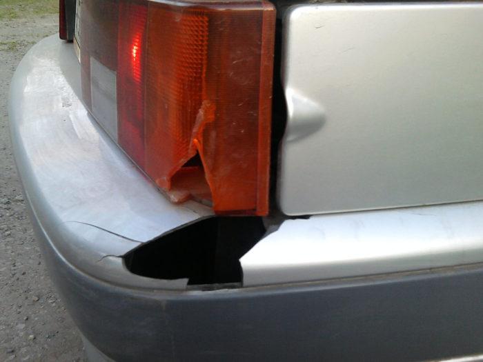 Повреждение заднего бампера ВАЗ 2114