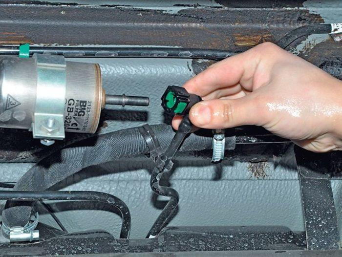 Отсоединение отводящего шланга