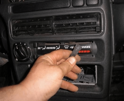Снятие и замена радиатора отопителя ВАЗ 2114
