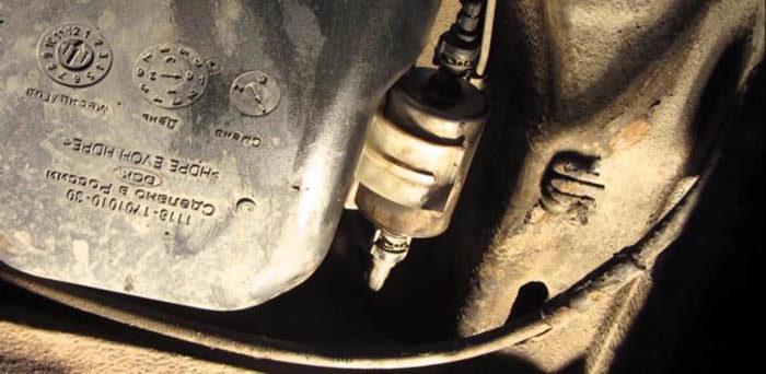 Где находится топливный фильтр ВАЗ 1118