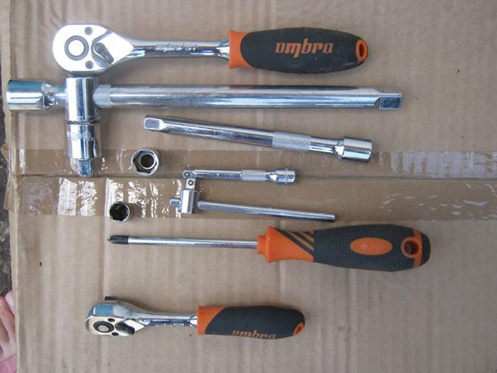 Инструменты для демонтажа помпы