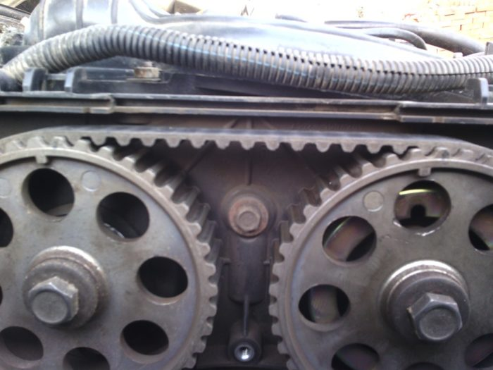 Метки на шкивах ремня ГРМ «Лада-Приора» 16 клапанов
