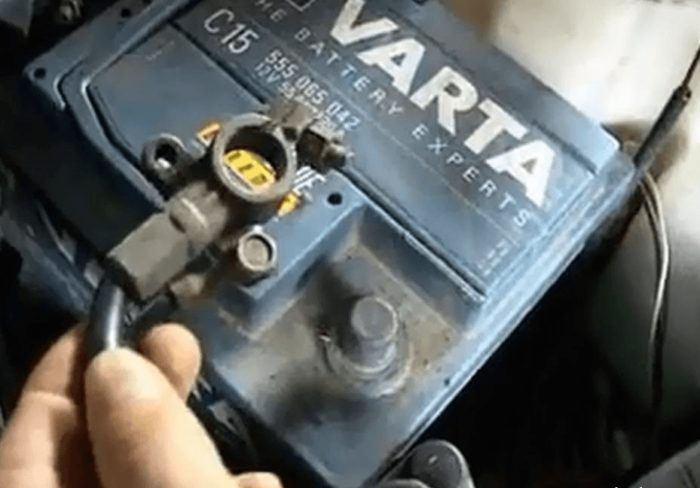 Минусовая клемма аккумулятора на «Приоре»