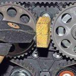 Молоток и самодельное приспособление, облегчающее демонтаж шкивов распредвалов