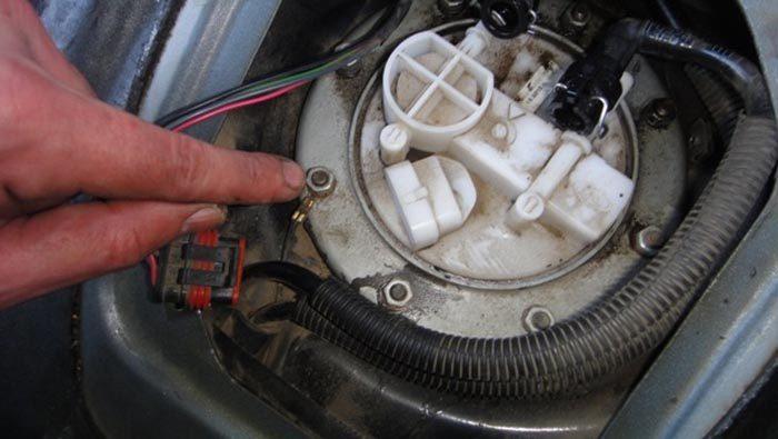 Отключение разъёма питания бензонасоса ВАЗ 1118