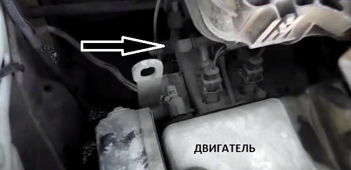 Расположение клапана топливной рампы ВАЗ 1117–19