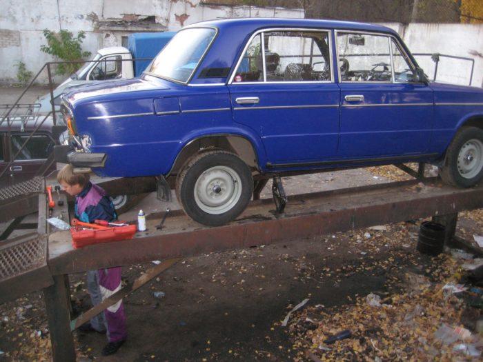 ВАЗ-2107 на эстакаде
