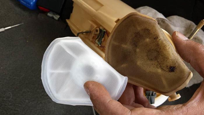 Загрязнённая сеточка бензонасоса «Калины»
