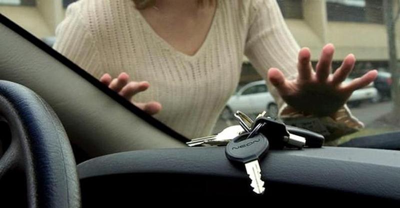 Что делать если машина закрылась, а ключи остались внутри