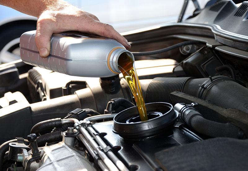 Сколько моторного масла в двигателе