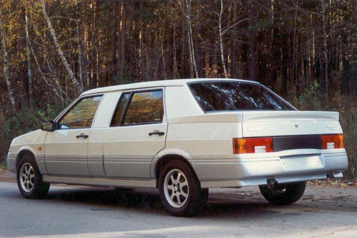 Вид сзади лимузина ВАЗ-21099