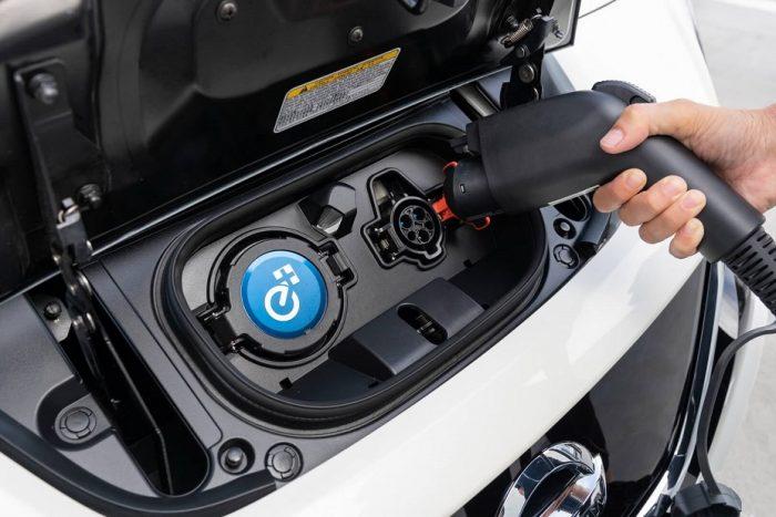 Порт зарядки Nissan Leaf e+