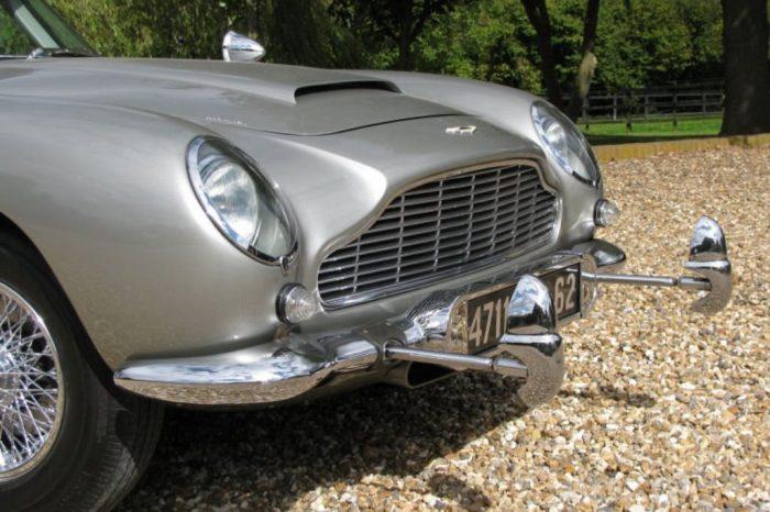 Пулемёты Aston Martin DB5