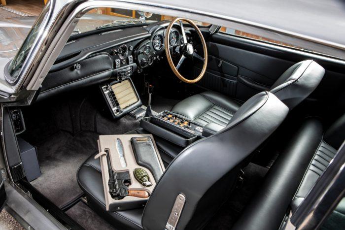 Интерьер Aston Martin DB5