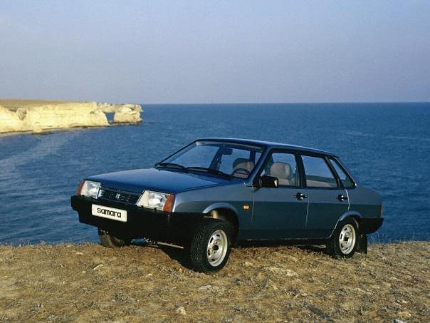 ВАЗ-21099 — четырёхдверный седан