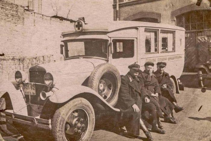 Автомобиль скорой помощи 30-х годов прошлого века