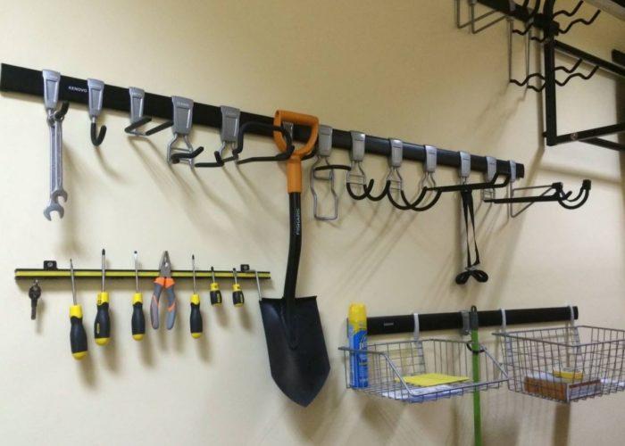 крючки в гараже