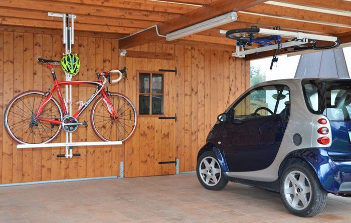 велосипед на потолке гаража